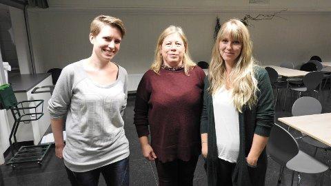 Marthe Asprusten, Solveig Bugtene og Isabel Vildmyren er tre ferske fjes når damekoret har prmiere på Julestri på høye hælær i Sentrumsgården fredag.