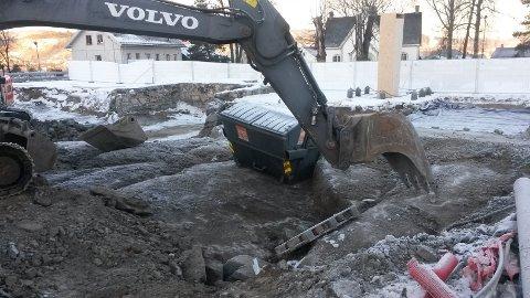 Den gamle kirkegården graves opp og gravsteder fjernes. Nå reagererer Riksantikvaren.