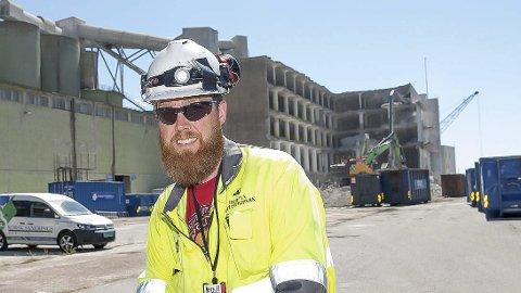 Audun Elvik Thorsen leder prosjektet med riving av bygget og kaien. foto: HIP