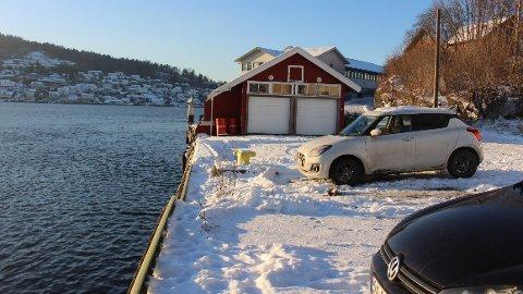 Grenland Havn foreslår et nytt alternativ til fergekai i Brevik for den nye elektriske fergen til Brevik Fergeselskap. Forslaget er at fergekaia kan ligge vest for bropilarene til Breviksbrua, i området her hvor båten «Dikkon» har bryggeplass.