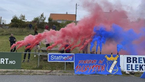 STEMNING: Stathelle supporterne under kampen mot Langesund.
