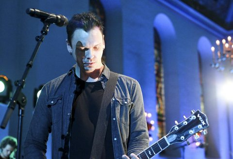I VINDEN: Johan Larsson har nok å gjøre om dagen, både som gitarist i OnklP og De Fjerne Slektningene og som produsent for noen av landets mest up and coming-popartister. Alle foto: Lars Brock Nilsen