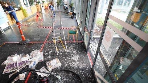 KNUST RUTE: Mannen knuste ruten inn til sykehuset. Foto: Foto: Johan Arnt Nesgård, Trønder-Avisa