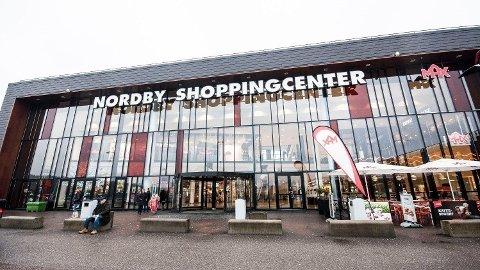 TOMT PÅ NORDBY: Norge stengte ned i andre kvartal, og det rammet kjøpesentrene over grensen hardt. Foto: Astrid Helen-Holm (Mediehuset Nettavisen)