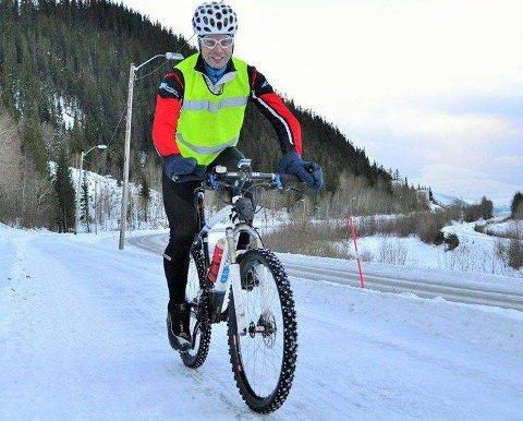 ÅRET RUNDT:  Jeg er mye mer våken og klar for dagen når jeg har syklet til jobb, sier Jan Birger Solheim som transporterer seg selv på jobb, sommer som vinter. Foto: Anita Hartviksen Ravn