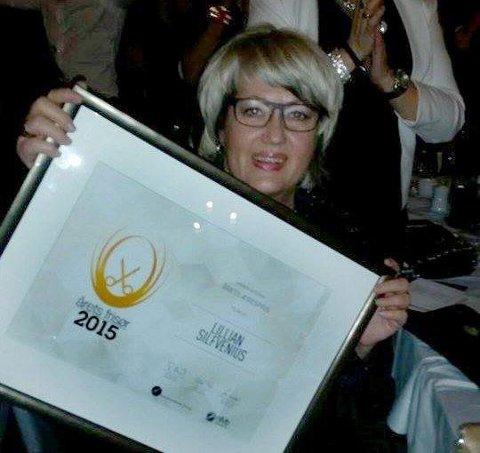 Overrasket:  Jeg ante ingenting! sier Lillian Silfvenius som fikk årets Hederspris under Årets Frisør 2015. Foto: Siv Tone Valrygg