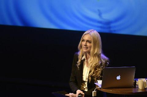 Sjelefred: Linn Stokke nådde inn hos publikum på Nordlands Teaters hovedscene i går. Foto: Øyvind Bratt
