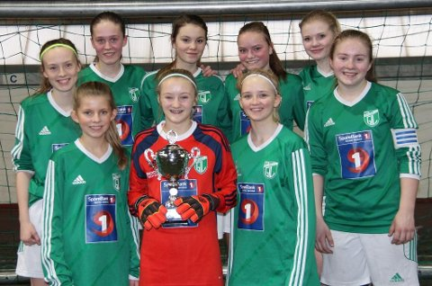 15-16-årslaget til Gruben IL vant Fair play-prisen på Stamnes cup. Foto: Per Vikan
