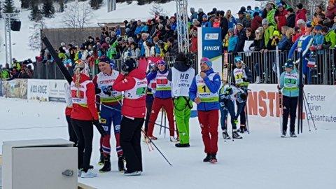 Her jubler Emilie Ågheim Kalkenerg, Kaia Nicolaisen, Håvard Bogetveit og Fredrik Gjesbakk for norsk bronse på stafetten.