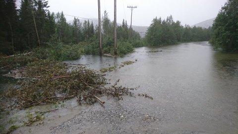 Johansen tror elva kanskje trekker seg tilbake i løpet av morgendagen.
