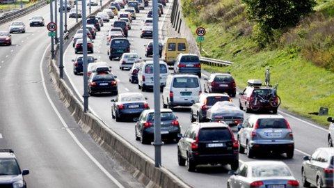 Klimagassutslippene fra vegtrafikken gikk ned fra 9,7 millioner tonn i 2016, til 8,8 millioner tonn i 2017 Det har elbilene en stor del av æren for., Illustrasjonsfoto: Scanpix.
