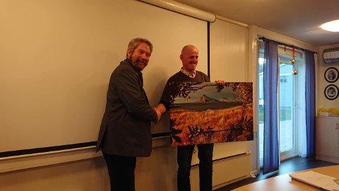 Prisen ble overrakt av ordfører Håkon Lund på kommunestyrets julemøte den 17. desember.