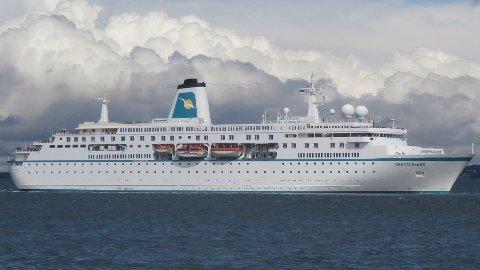 Dette synet vil møte folk som ser ut over Ranfjorden 31. august 2021. MS Deutschland får en liggetid ved Toraneskaia på seks timer.