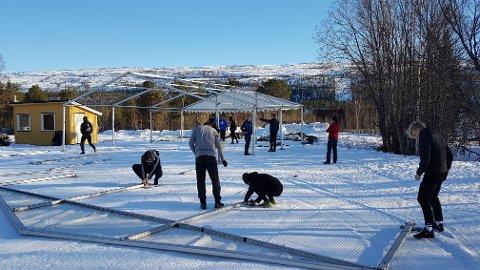 RIGGING: Riggingen i målområdet i Brennåsen begynte torsdag ettermiddag. Foto: Trond Isaksen