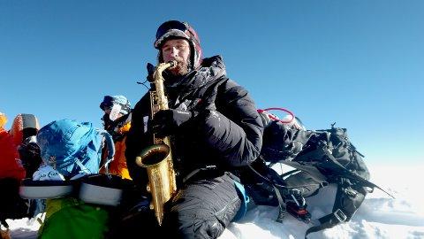 Bragd: Håkon W. Skog Erlandsen Nådde toppen av Moundt Everest 16. mai, og spilt i tillegg verdens første konsert under ekstreme forhold med kulde og lite oksygen.
