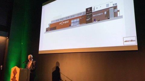 Per Gunnar Hjorthen fra Museumsgården AS avslørte museets navn. Mobilfoto: Vegard Skorpen