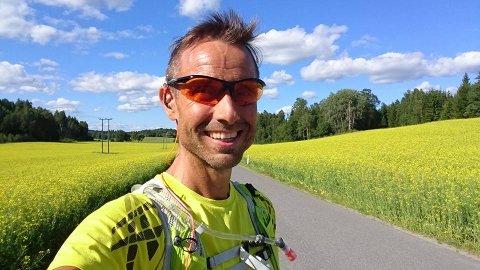 Joar Flynn Jensen (53) skal løpe fra Mo i Rana til Bodø på mandag.