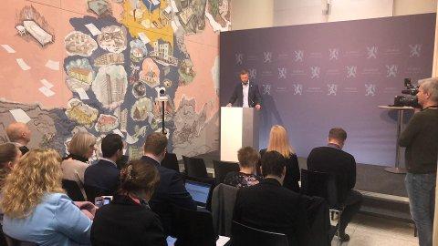 27. januar 2020 avslørte helseminister Bent Høie hvilken sykehusstruktur regjeringa vil ha på Helgeland i framtida: To akuttsykehus i henholdsvis Rana og Sandnessjøen og omegn. Dette er fra pressekonferansen etter foretaksmøtet med Helse Nord.