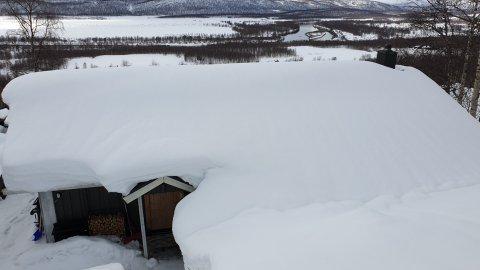 Dette bildet er tatt forrige uke, men Soleng sier det er snødd en meter etter dette. Nå frykter han at hytta kollapser.