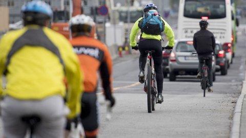 Med stadig flere fremkomstmidler, i tillegg til gående, blir det ekstra behov for klare kjøreregler ute i trafikken. Foto: Scanpix