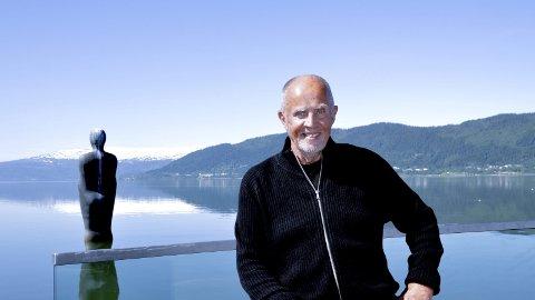 Andreas Kolstad: - Jeg har både blå øyne og er blåøyd. En naiv kar fra Røa, men jeg lar meg ikke lure riktig så ofte som før, ler Andreas Kolstad som elsker å elske.