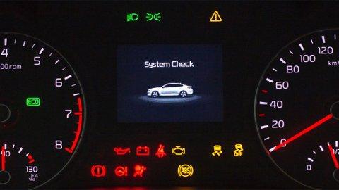 Bilen din har garantert mange ulike varsellamper. Vet du hva de ulike betyr og hvorfor de har forskjellig farge?