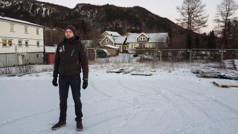 Vaidas Plauska skal på denne tomta på Selfors sette opp et bygg med seks seksjoner for lagring.