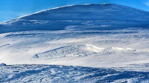 USTABILE FORHOLD: Dette skredet ble løst ut i Børgefjell mandag, på cirka 500 meter avstand. Det er en nokså slak fjellside med øvre bruddkant på to-tre meter.