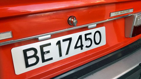 Skiltene med to bokstaver ble ikke bare godt mottatt for 50 år siden, men de har vært en suksess. Snart blir skiltene digitale.