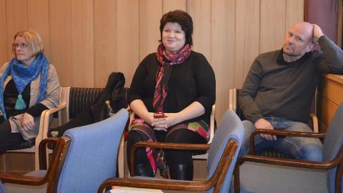 Parkert på sidelinja: Åse Gyda Skålerud, Sp, ordfører Anita Ihle Steen og Johnny Stranden, begge Ap. Foto: Jan Rune Bakkelund