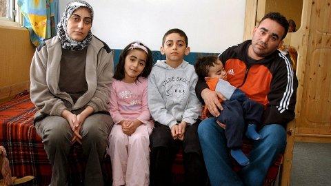 På flukt: Lokalpolitikerne sier ja til å ta imot økt antall flyktninger. Her en familie på flukt på asylmottaket i Moelv for noen år siden.