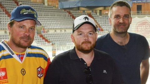 Reiseklare gutter: Espen Simensen, Espen Krokengen og Paul Bø er klare for Praha. Olav Bang Imsgard og Olav Bru var ikke til stede.Foto: Petter Sand