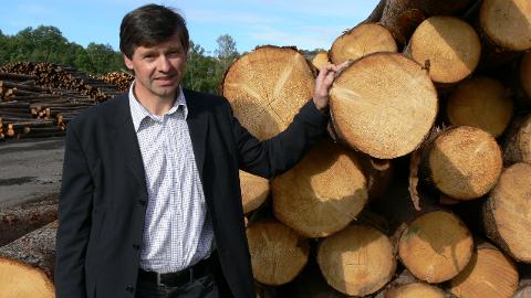 – Vi har løftet oss betydelig i tømmeromsetningen over noen år, og er fornøyde med at vi kan stabilisere omsetningen på en million kubikkmeter, som vi passerte for første gang i 2014, sier administrerende direktør Erik A. Dahl i Mjøsen Skog. Foto: Anne Mæhlum.