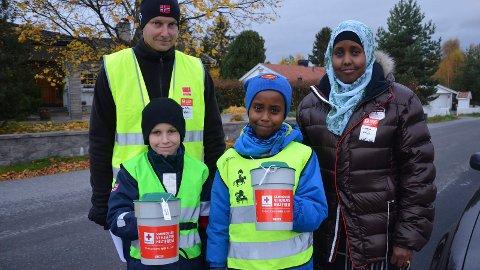 Seynab Adan, Abdul Isak, Tom Kristian Angelsen og Tobias er i gang med å samle inn penger til årets TV-aksjon. Foto: Jeanette S. Håland.
