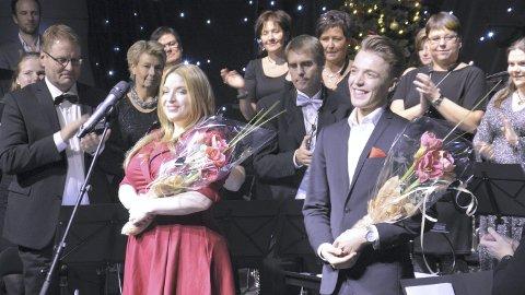 Strålende: Reidun Sæter og Knut Kippersund Nesdal mottok, sammen med hele Ringsaker Janitsjar, stående applaus etter konserten lørdag kveld. Foto: Ivar Bae