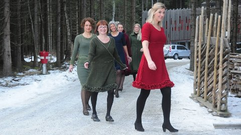 PÅ VIFT: Det er ikke hver dag man møter så elegante damer langsmed Prestvegen.