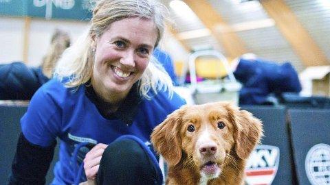 God debut: Marthe Sørby fra Veldre og toller-hunden Mila var storfornøyde med helgens innsats. Foto: Helene Marie S. Paalsrud