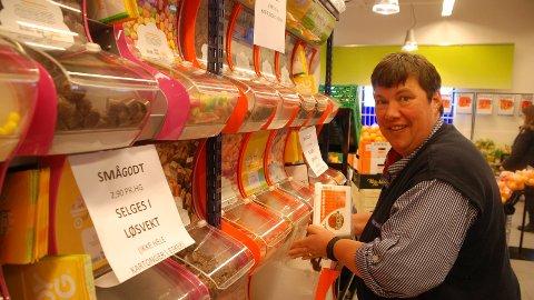 470 kilo med smågodt opplevde Elin Lunde å selge fra Rema 1000 i Moelv onsdag. - Det er veldig mye smågodt. Vi har aldri solgt så mye på en dag før, forteller hun.