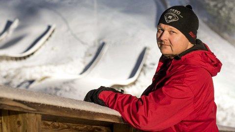 Trofast sliter: Henning Sveen er leder både for hoppgruppa i Furnes og i Mjøsa Speedway. Hans utallige timer med frivillig arbeid for barn og unge kan bli belønnet med utmerkelsen Årets idrettsleder på RingsakerGallaen kommende fredag. Sveen ble overrasket og stolt da han hørte at han var nominert. Alle foto: Ole J. Storsve