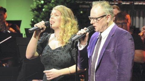 Vokalprakt: Johanne-Margrethe Kippersund Nesdal og Leif Anders Wentzel er to svært forskjellige vokalister. Men de supplerte hverandre i solonumrene, og utfylte hverandre i duettene. Foto: Ivar Bae