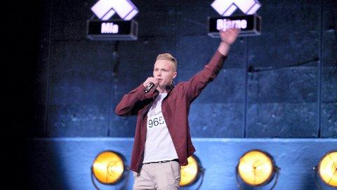 – Det var første gang jeg rappet foran kamera og så mye publikum. Jeg møtte også andre unge talenter bak scenen, sier Anders Bækkevold. Foto: TV2.