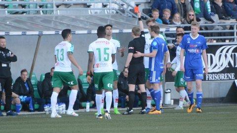UTVIST: Juan Manuel Cordero må sone tre kamper for dette røde kortet mot Brumunddal.