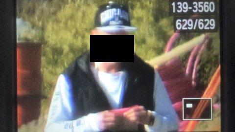 Spaningsfoto av cannabiskjøper. Foto: Politiet.