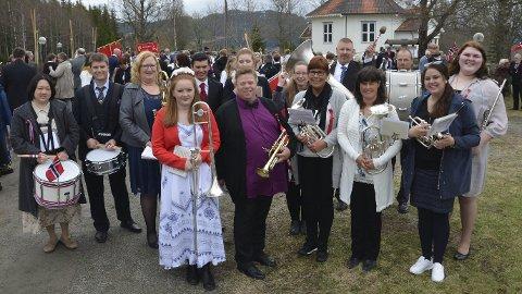 Dugnadskorps: Med Geir Hagen og Roar Bjarne Kvamme i spissen har det blitt musikk på nasjonaldagen i Åsmarka. Det setter bygdefolket stor pris på.Jeanette S. Håland