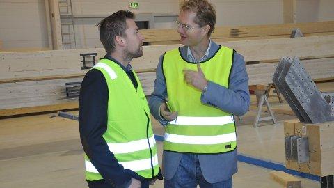 Hans Kristian Arnkværn og Tor Andre Johnsen, her under et bedriftsbesøk i Moelven.