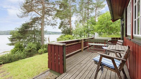 Tett på Mjøsa: Nærheten til Mjøsa gjør fritidseiendommen til en sjelden mulighet i følge eiendomsmegler Karianne Gustavsen.Foto: Zentuvo