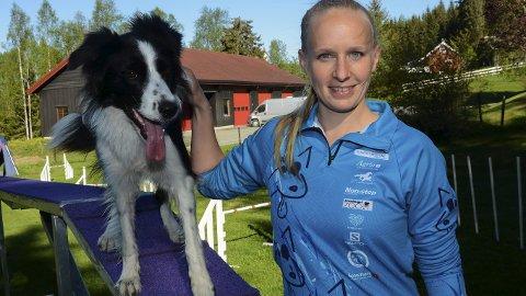 Du0: Jeanette Sandbæk Håland med hunden Jess.