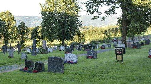 Urnenedsettelser: Hva er praksis for urnenedsettelser i Ringsaker, spør Thomas Eriksen i Miljøpartiet. Bildet fra kirkegård tatt i en annen sammenheng.