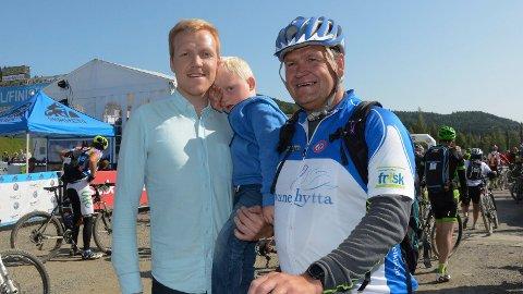 Jubilant: Kjell Erik Baardseth fra Moelv syklet Birken for 25. gang. Her sammen med broren Cato og onkelungen Johannes.