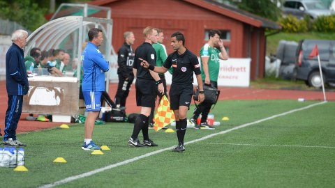 Dala-trener Fred Leo Nysæter var ikke fornøyd med dommeren i oppgjøret mot Kamma.